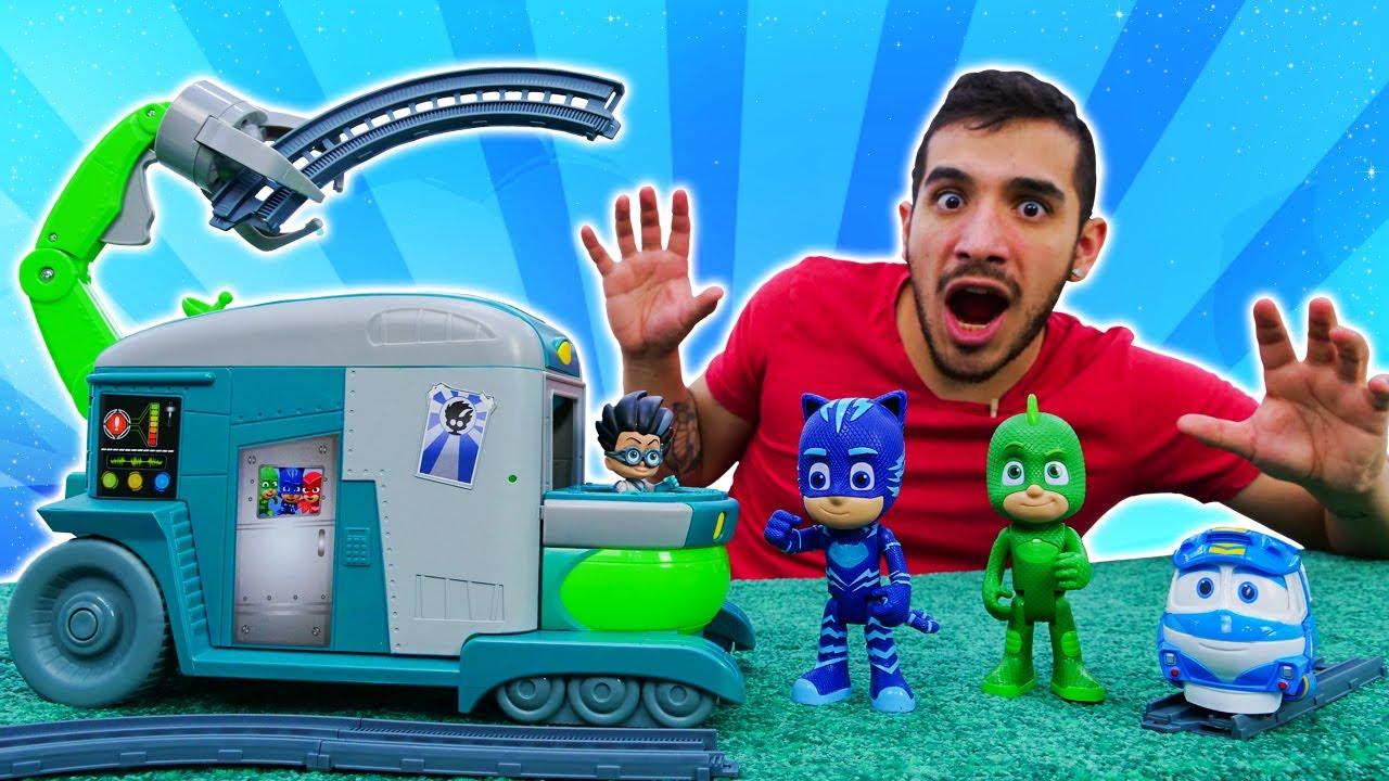 Un trabajo en equipo de los Héroes en pijamas. Juguetes de PJ Masks en español. Youtube para niños