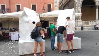 Невероятные скульптуры из мрамора(Фабио Виале: http://blogokamne.ru/?p=1222 По всей Вероне были расставлены изделия из мрамора. Сначала прошли мимо, думал..., 2014-10-09T19:51:57.000Z)