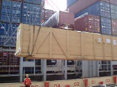 Discharging breakbulk cargo loaded onboard a CMA CGM containership