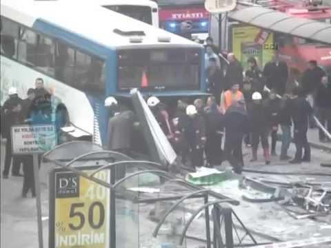 Ankara'daki Inanılmaz Kaza MOBESE Kameraları Tarafından Görüntülendi - 21 Nisan 2014