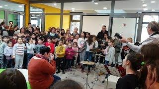 Flashmob - Waldschule überrascht Konrektorin zum Abschied