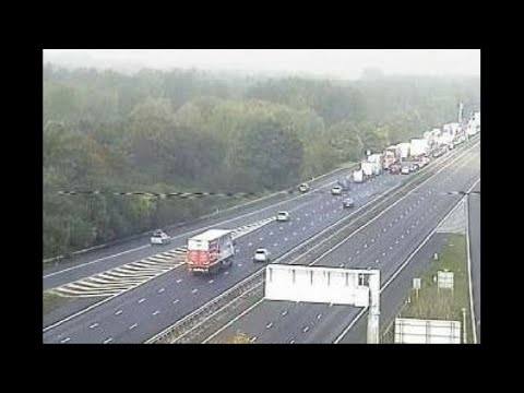 M1 closure: Huge tailbacks as police find suspicious package on busy motorway
