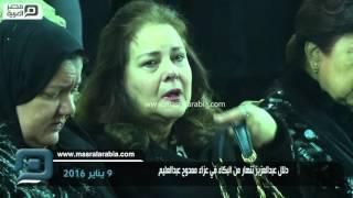 بالفيديو : دلال عبدالعزيز تنهار من البكاء في عزاء ممدوح عبدالعليم