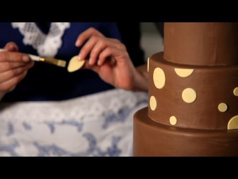 how-to-do-a-polka-dot-pattern-|-wedding-cakes