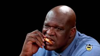 shaq eating some h0t wings