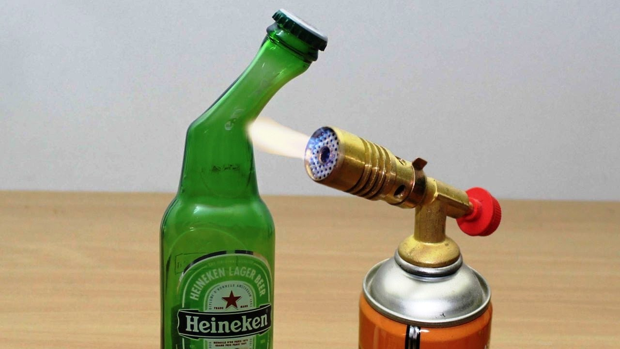 Diy glass beer bottle vs gas torch youtube for Glass cutter to make glasses from bottles