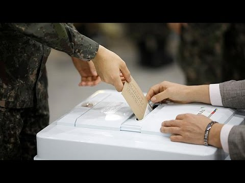 South Koreans vote early in presidential poll
