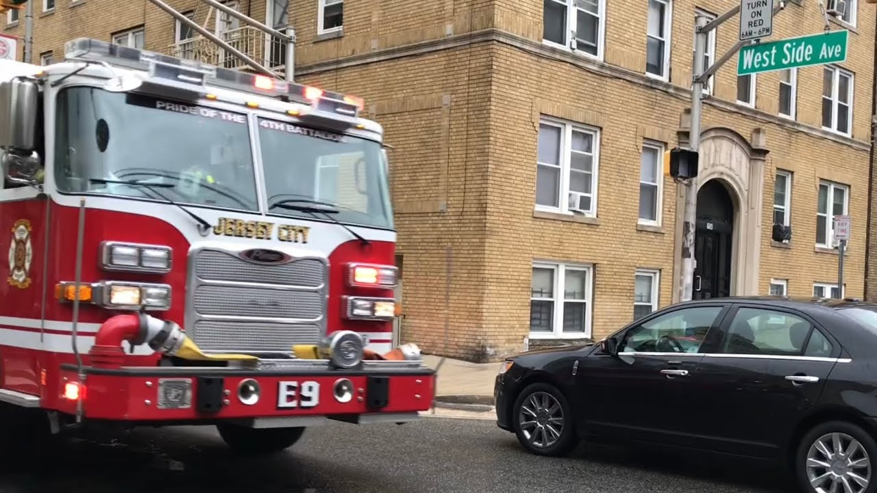 JERSEY CITY FIRE DEPARTMENT ENGINE 9 RESPONDING ON WEST SIDE AVENUE IN  JERSEY CITY, NEW JERSEY