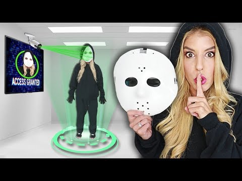 Tricking Quadrant using GAME MASTER Identity Disguise in MYSTERY ESCAPE ROOM (Overnight 3am clues)