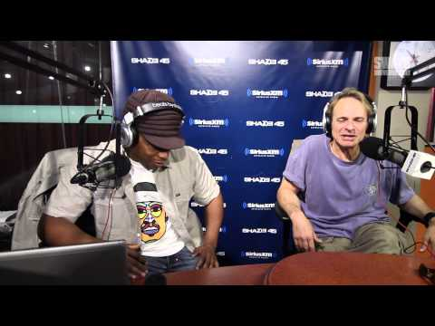 "David Lee Roth Explains ""The Roth Show"" & Opens Up About Love Life"