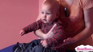 Handling -  Pravilno dviganje in polaganje dojenčka med 8. in 12. mesecem