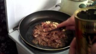 Готовим вместе: спагетти с тушёнкой (1 выпуск)