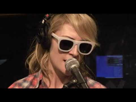 Metric  Help Im A acoustic at KROQ