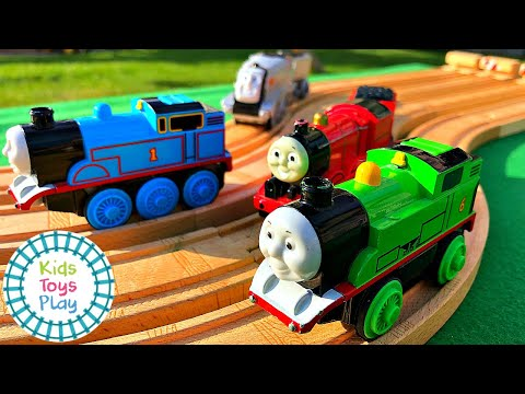 Thomas and Friends Mystery Wheel Motorized Wooden Railway Train Races