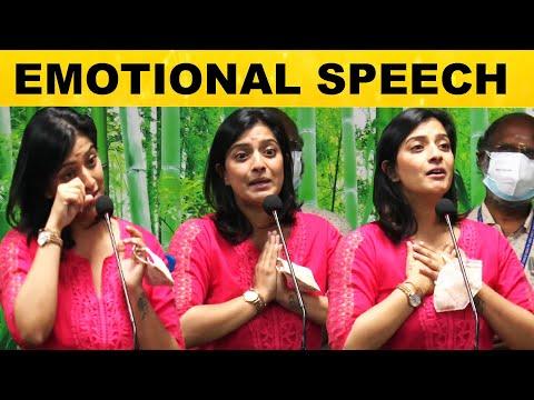 மேடையில் கண் கலங்கி அழுத வரலக்ஷ்மி சரத்குமார்! | Varalaxmi's Birthday Celebration