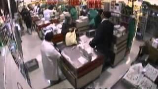 もしスーパーのレジの店員が身体障碍者だったら?アメリカで行われた社会実験(日本語字幕付き)