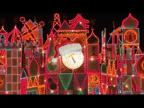 [4K] It's A Small World HOLIDAY 2019 AT NIGHT! (FULL RIDE) & Christmas Lights - Disneyland Resort!