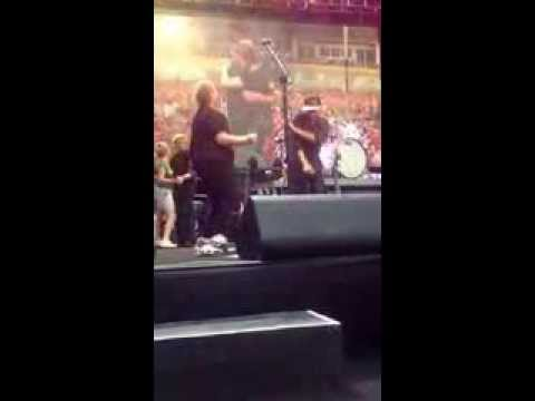 Cari Dances With Tom Morello And Meets Bruce On Stage