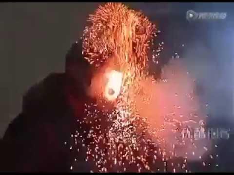 Ağzından ateş ve duman çıkıyor