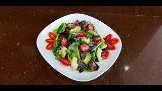 ВКУСНЫЙ ЛЕГКИЙ САЛАТ. Микс листьев салата,помидор черри  и авокадо.