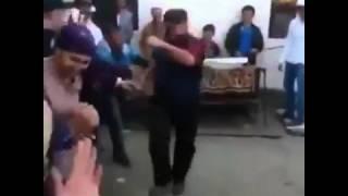 Avar reqsi! Qadın kişinin papağına əl atdığı üçün döyüldü super prikol 1
