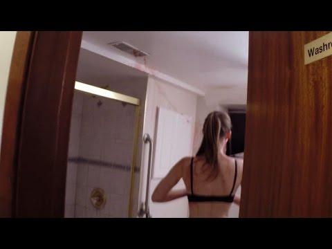Spio la mia ragazza mentre fa la Doccia... - YouTube