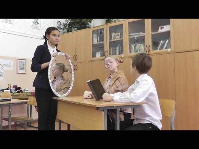 Изображение предпросмотра прочтения – «Долгих Елизавета, Дёмин Егор, Ефимовская Мария» читают произведение «Зеркало и обезьяна» И.А.Крылова