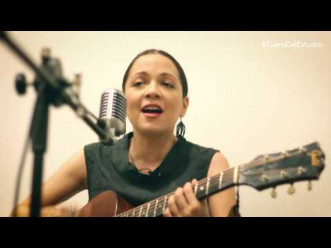 Natalia Lafourcade - Tú sí sabes quererme | Fuera Del Estudio
