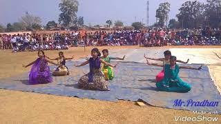 Jis Desh Mein Ganga Rehta Hai (जिस देश में गंगा रहता है) dance performed by the students