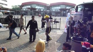 AFA Indonesia 2012: Cosplayers Dancing To A Vocaloid Song (Outside Stage & Exhibition)