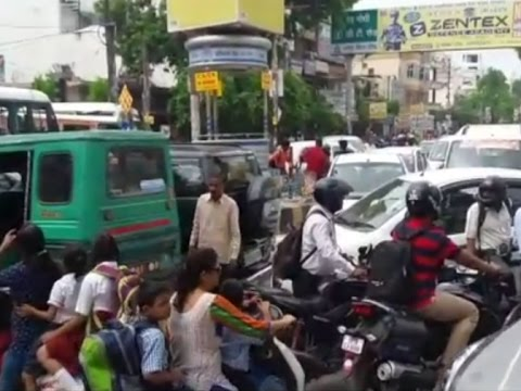 people of kanpur facing heavy traffic jam in city