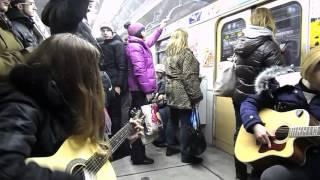 """""""Тёлка с ХТЗ"""" в метро на Салтовской линии"""