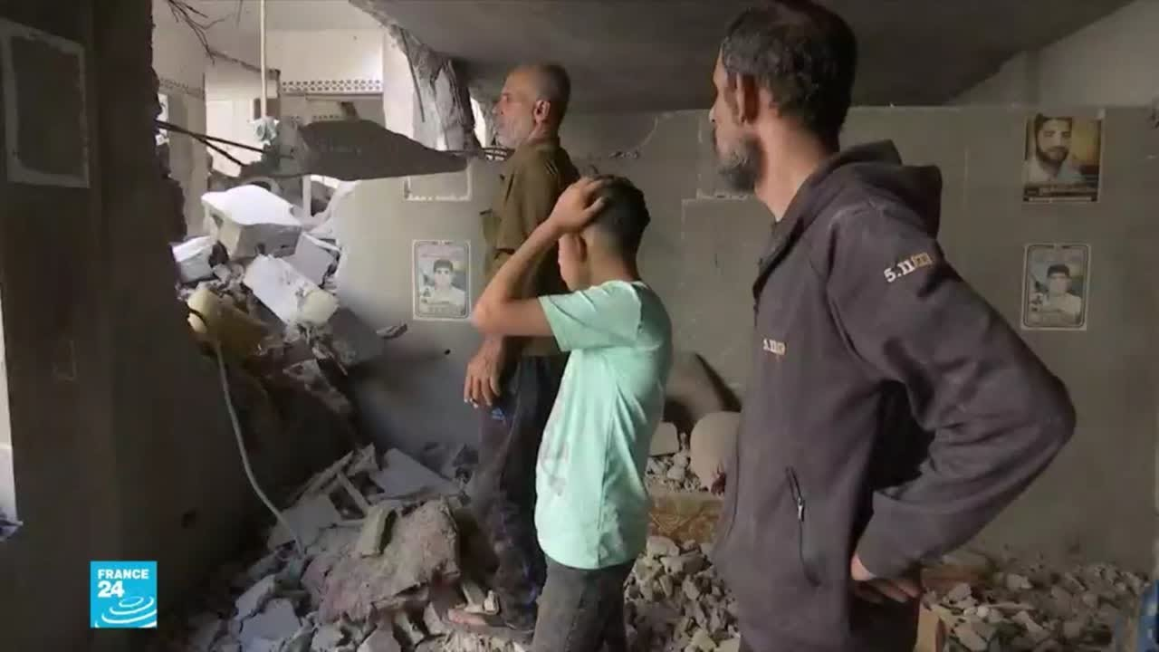 الغارات الإسرائيلية تطال مخيم البريج ومنازل في دير البلح وحي الزيتونية والشجاعية في غزة  - نشر قبل 4 ساعة