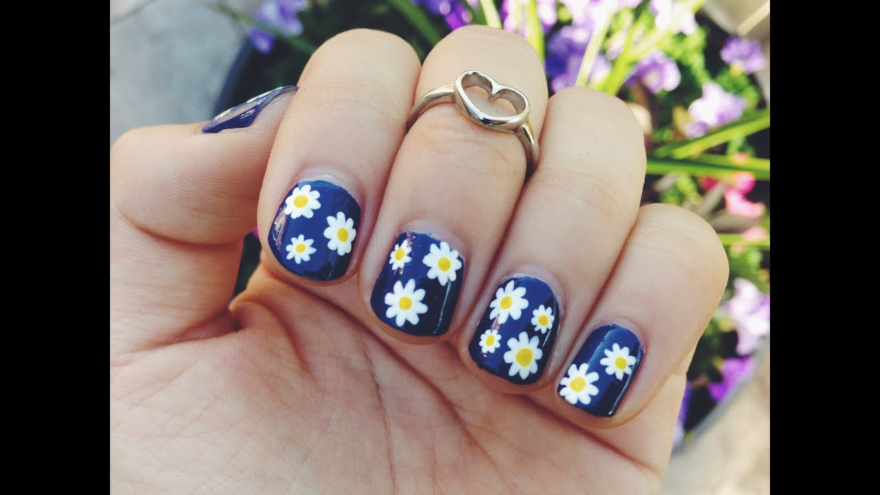 easy daisy print nail art