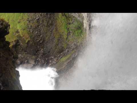 Hiking at Geiranger under waterfall