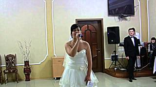 Невеста поет на свадьбе! Плачет даже ведущий