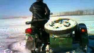 дрифт на мотоцикле урал зимой