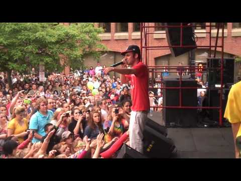 """Spose Performs """"I'm Awesome"""" at the Old Port 2010 Festival"""