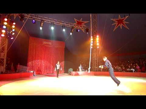 Clown optreden met hond - circus Medrano Nice