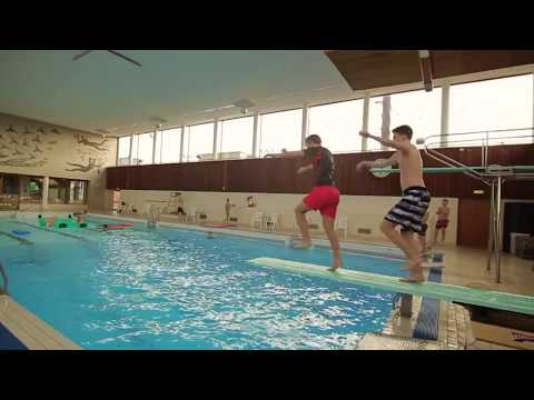 Extrem diving 10m tripple splashdiving doovi for Swimming pool diving board tricks