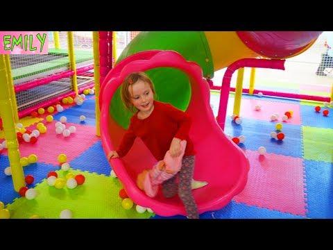 ИГРОВОЙ ЦЕНТР ДЛЯ ДЕТЕЙ ЭМИЛИ и ДЕТИ ИГРАЮТ РАЗВЛЕКАТЕЛЬНЫЙ ЦЕНТР PLAYGROUND FOR KIDS