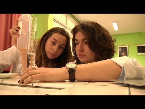 Châteauroux: deux lycéennes créent une main en 3D pour un camarade
