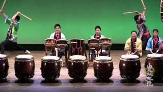 青梅市民会館で行われた 青梅総合高等学校 和太鼓部の演奏です。 高校生...