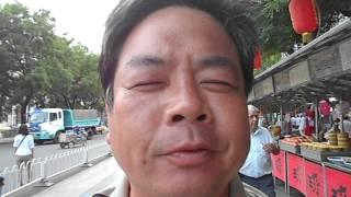 北京王府井大街東華門夜市之特殊美食之旅~品嚐炸蠍子