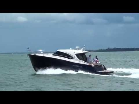 Chris Craft Commander 42 - YouTube