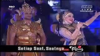 Download Ratu Dangdut Elvy Sukaesih   Gula Gula LIVE CANDI PRAMBANAN www stafaband co