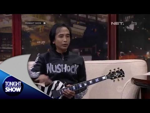 Piyu Dibuatkan Gitar dari Produsen Amerika