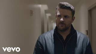 Chris Young – I'm Comin' Over Video Thumbnail