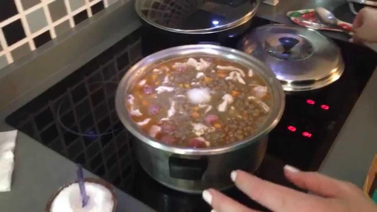 Чечевица по испански с колбасками и мясом, вкусное жаркое ...