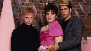 Video Awkward Family Photos: 16 Strange Prom Photos download MP3, 3GP, MP4, WEBM, AVI, FLV Juli 2018